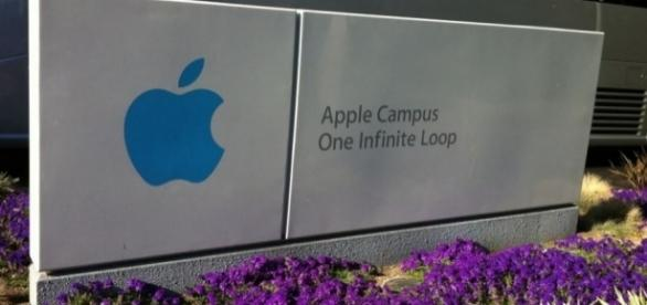 Apple Headquarters – Cupertino, Flickr, Luis Villa del Campo (CC BY 2.0) https://www.flickr.com/photos/maguisso/6102703752