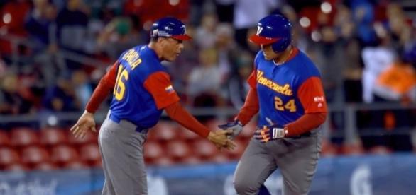 Miguel Cabrera (derecha) comandó la reacción de Venezuela Foto:@ESPNDatos