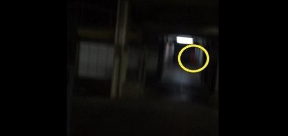Suposto fantasma aterroriza internautas (Foto: reprodução Youtube)