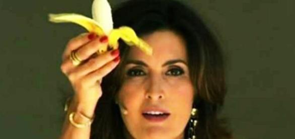 Fátima Bernardes dá uma banana para a 'solteirice'