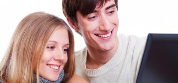 Muitas pessoas buscam encontrar um namorado ou namorada na redes sociais