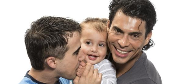 Opiniones de Gabriel Andrade: ¿Es aceptable la adopción por padres ... - blogspot.com