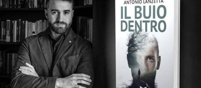Lo scrittore Antonio Lanzetta al caffè letterario di Nocera Inferiore