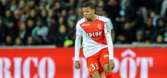 A force de battre des records de précocité en Ligue 1, Kylian M'Bappé a fini par séduire Didier Deschamps - madeinfoot.com
