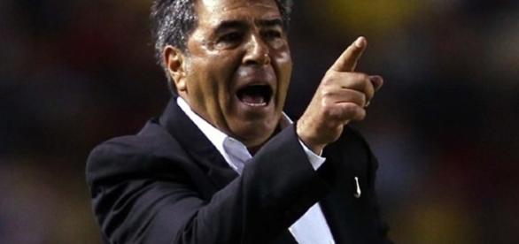 No se ha oficializado la renuncia de Carlos Reinoso del club Veracruz, sin embargo, está temporalmente fuera por problemas de salud
