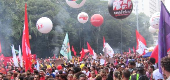 Protesto contra a reforma da previdência na Avenida Paulista, altura do número 2006