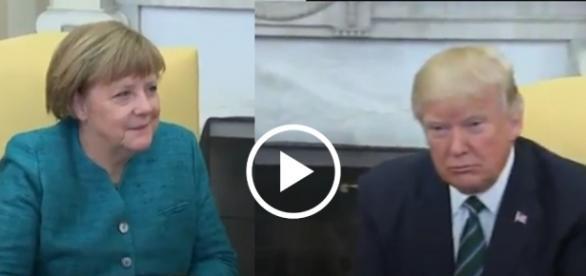 Donald Trump ostentacyjnie nie podał ręki Angeli Merkel.
