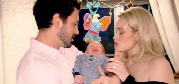 Maksim Chmerkovskiy, Peta Murgatroyd and baby Shai - Photo: Blasting News Library - Us Weekly - usmagazine.com