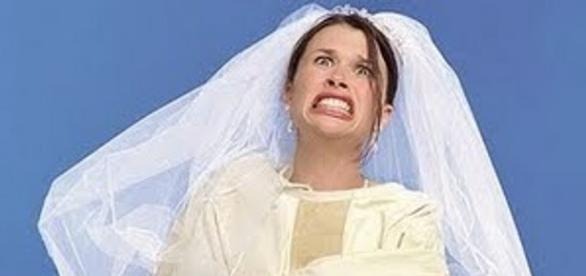 Noiva fica enfurecida com presente de casamento.