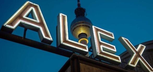 Polizeieinsatz in Berlin-Mitte: Wieder Messerattacke am Alex ... - tagesspiegel.de