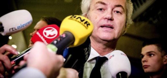 Zählen von Hand – Endergebnis steht noch aus - News International ... - tagesanzeiger.ch