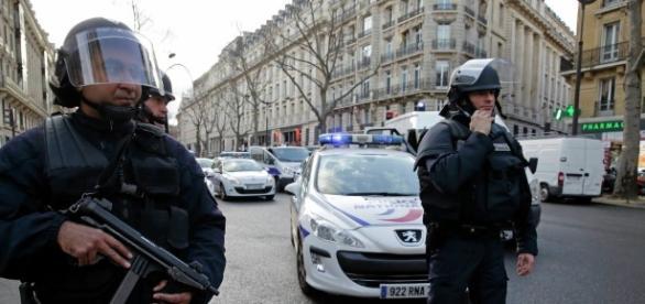 Frankreich/Polizei Symbolbild - sputniknews.com