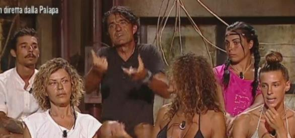 "Isola dei famosi"", i post sibillini di Paola Barale: la showgirl a ... - virgilio.it"