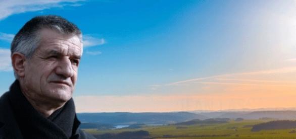 Un grand (1m92) gaillard de 61 ans, avec 40 années de carrière politique sans gamelle, c'est Jean Lassalle