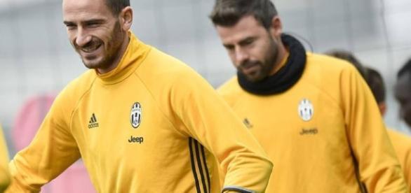 Juve-Napoli, Bonucci e Barzagli si allenano così - Video Gazzetta.it - gazzetta.it