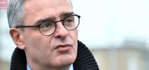 Marc Joulaud doit sa carrière à François Fillon, il tentera donc de minimiser les charges pesant sur le candidat (un peu comme Juppé et Chirac ?)
