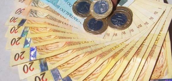 Contribuinte pode antecipar restituição do IR em até 100% do valor em alguns bancos