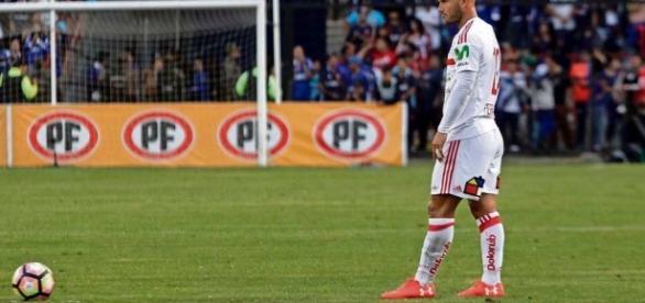 Meia Gastón Fernandez atualmente joga no Univerdad de Chile