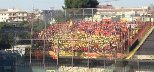 Gli 800 tifosi leccesi a Foggia.