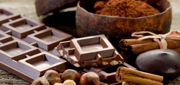 I benefici del cioccolato e non solo: ecco i cibi della felicità