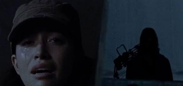 Rosita e a pessoa misteriosa no último episódio de The Walking Dead