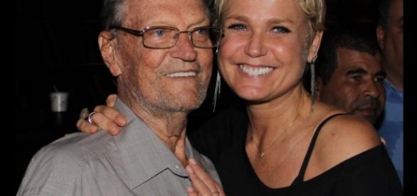 Xuxa estava no hospital com o pai.