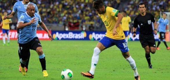 Neymar e Luis Suárez, companheiros no Barcelona, serão adversários no Uruguai-Brasil