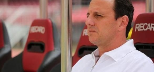 Rogério Ceni está atuando como treinador do São Paulo