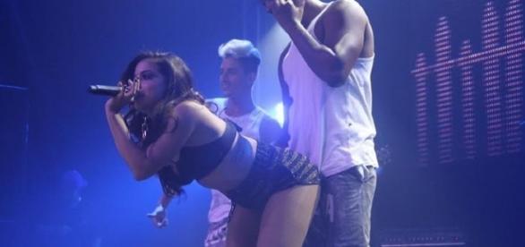 Vídeos de Anitta são considerados impróprios e bloqueados no Youtube.