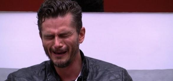Com choro sem lágrimas, Marcos vira meme nas redes sociais após a expulsão