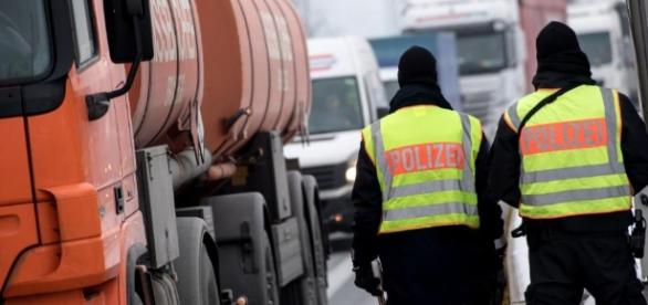 Illegale Einreise - Viele Flüchtlinge in Fernbussen aufgegriffen ... - bild.de