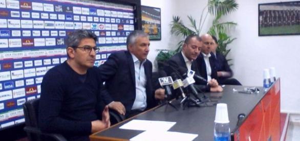 Padalino e i dirigenti del Lecce. Foto Salento Giallorosso.