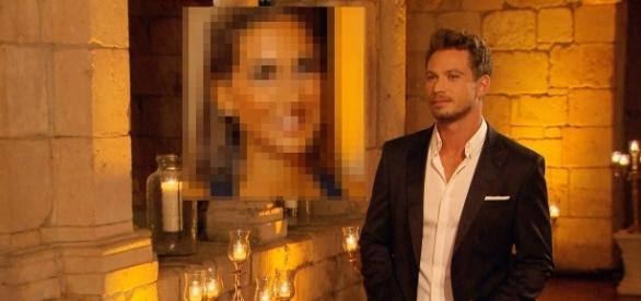 Sie bekommt gleich die Rose vom Bachelor: Siegerin auf Bild 2 / Fotos: RTL