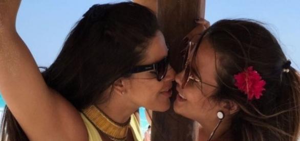 Geisy Arruda assume que passou noite quente com Nuelle Alves (Foto: Reprodução/Instagram)