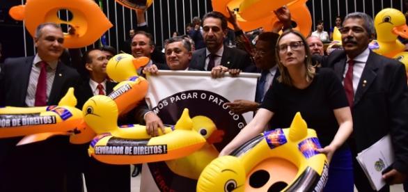 Sob protestos da oposição, terceirização geral e irrestrita é aprovada (foto: Câmara dos Deputados)