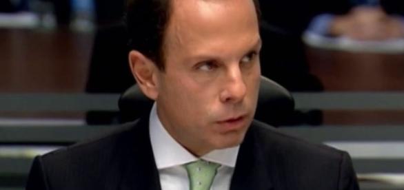 Prefeito de São Paulo, João Dória, enfrenta com pulso firme as pichações na cidade