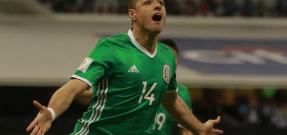 Chicharito Hernández empató a Jared Borgetti como máximo goleador de la selección mexicana. (Foto tomada de Twitter)