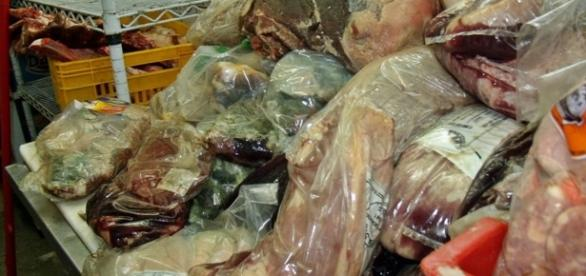 G1 - Procon apreende toneladas de carne estragada em Maricá, no RJ ... - globo.com