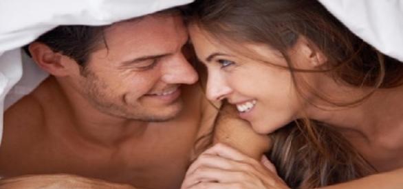 Pesquisa revela quantas vezes homens e mulheres solteiros fazem sexo no mês