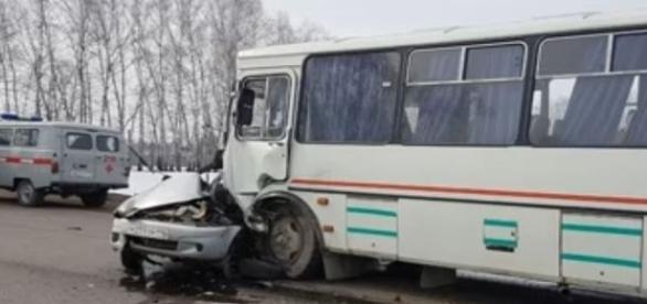 Esse é o estado do carro da jovem após a colisão (360 TV)