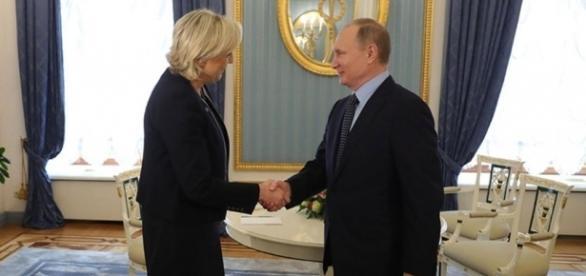 Mosca, Vladimir Putin ha ricevuto Marine Le Pen