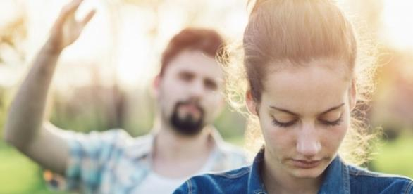 O relacionamento dá sinais que muitas vezes não queremos enxergar. Veja aqui. (Imagem: Getty Images)