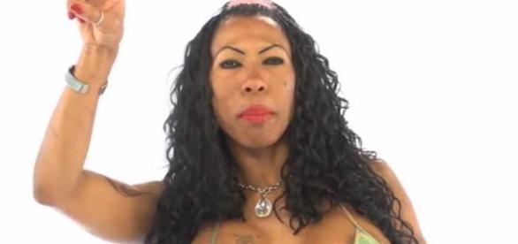 Artista usou microfone para se masturbar