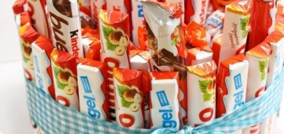 Kinderschokolade-Torte selber machen: Bastelanleitung - Talu.de - talu.de
