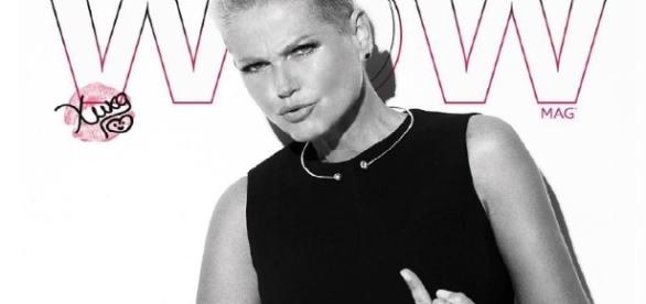 """Xuxa responde sem papas na língua seguidor que a chamou de """"velha"""". A apresentadora completa 54"""