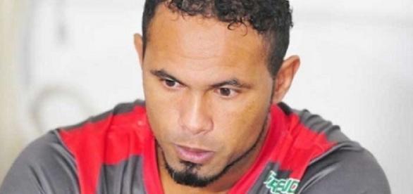 Goleiro Bruno está de volta ao futebol