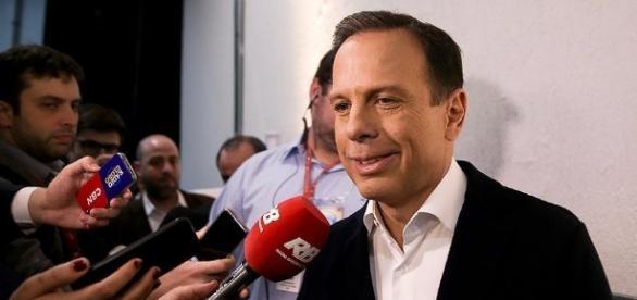 João Doria discutiu com militante petista durante evento de entrega de apartamentos