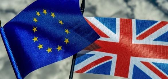Primeira Ministra acionou o Art.50 para iniciar a saída do Reino Unido