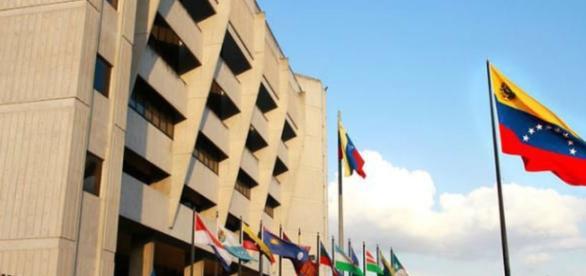 TSJ asume funciones del Parlamento mientras