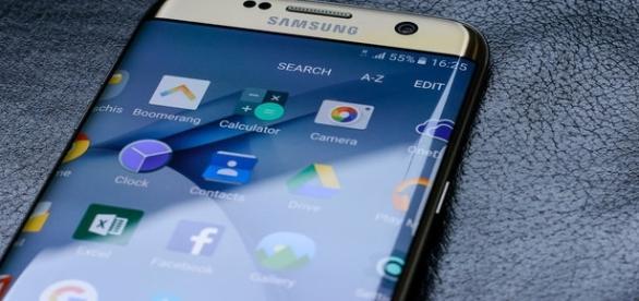 Samsung S8/S8 Plus bezel-less display feature (Flickr/Răzvan Băltărețu).